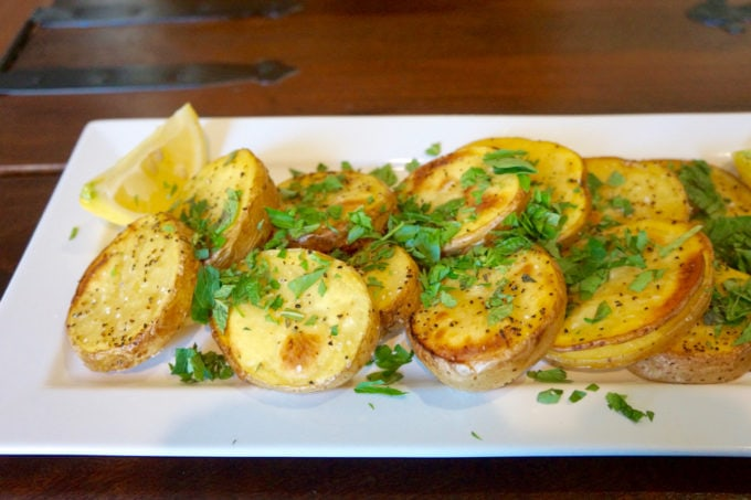 mommacan.com - Greek style potatoes with lemon and parsley
