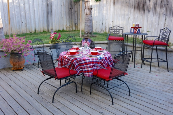 4th of July Decorating - Outdoor BBQ Tablesetting and USA Decoratin