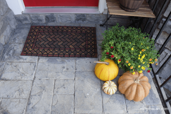 festive-fall-home-tour-2016-wonderful-entry-mat-from-kohls-with-lovely-pumpkins-and-flowers-mommacan-com