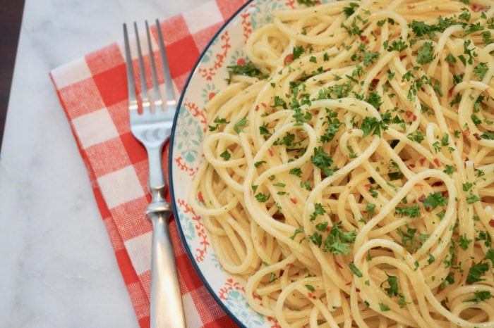 Buttery Lemon Parsley Noodles Easy Recipe - Momma Can