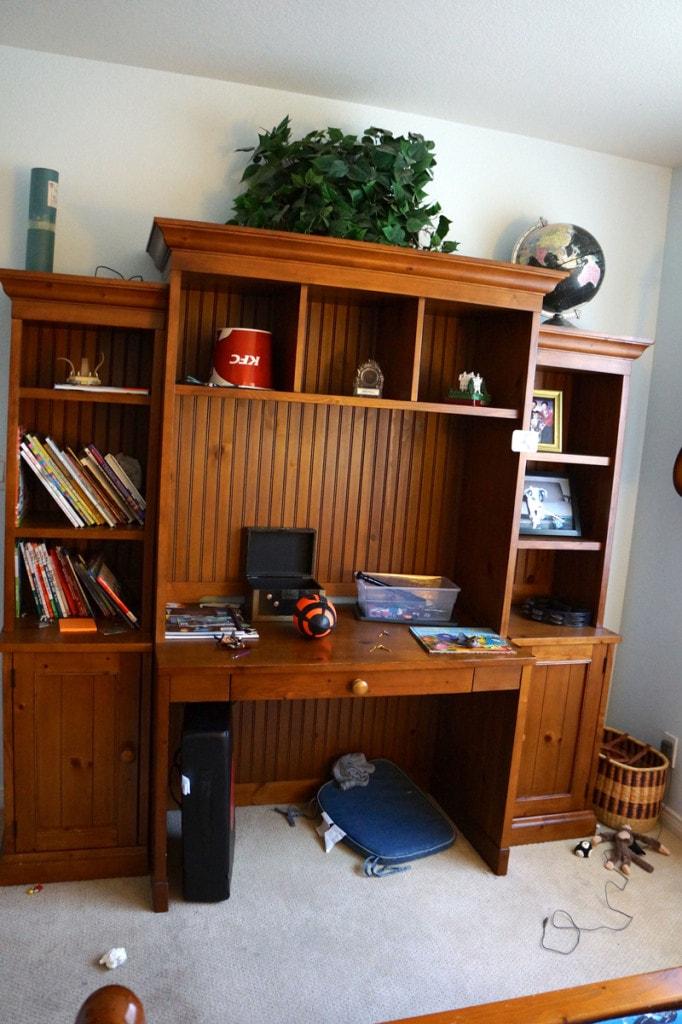 messy desk before