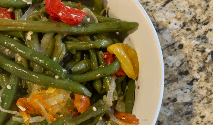 Green Beans for a Crow - Mommacan.com | The best green bean recipe