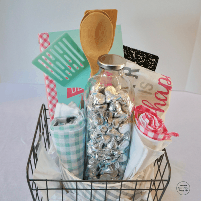 Fill in gaps with extra tissue paper or rolled up dish towels and t-shirts for the perfect gift basket. mommacan.com